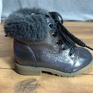 Gap Baby Work boots with faux fur